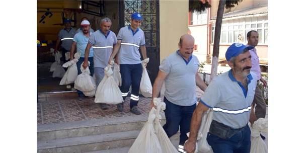 Yenilen İstanbul Seçimlerinin Oy Pusulaları Kamyonetlerle Depolara Taşındı