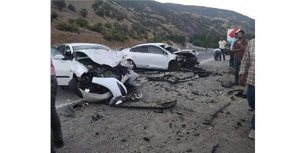 Bingöl'de İki Otomobil Çarpıştı: 3 Yaralı