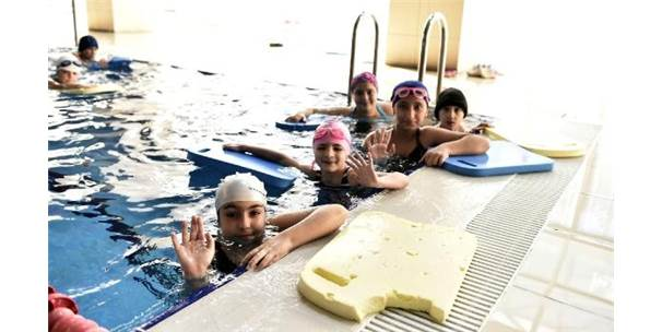 Mamak'ta Yüzme Havuzuna Yoğun İlgi