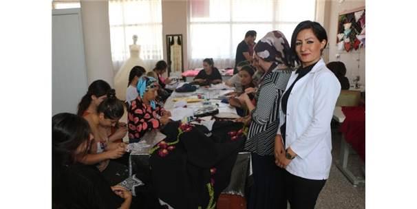 Köyde Açtığı Kursla Kadınlara İstihdam Sağladı