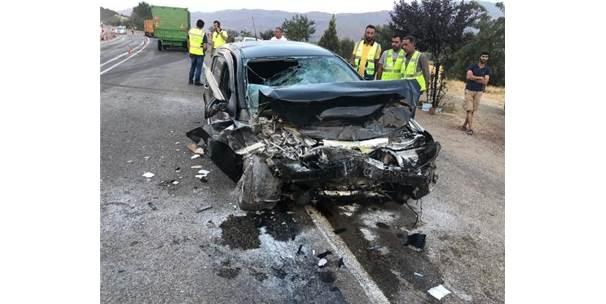 Elazığ'da Tır İle Otomobil Çarpıştı: 2 Yaralı