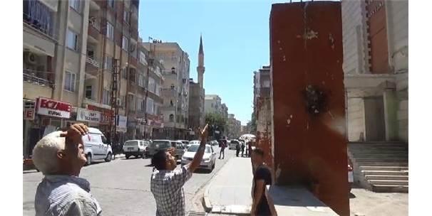 İntihar İçin Çıktığı Çatıdan Polis İkna Edip İndirdi