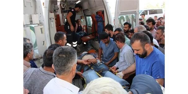 Hakkari- Van Karayolunda Kaza: 2'Si Ağır 6 Yaralı