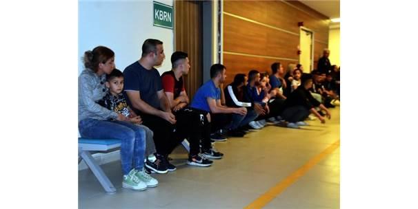 Okul Servisiyle Göçmen Kaçaklığı Yaparken Yakalandı