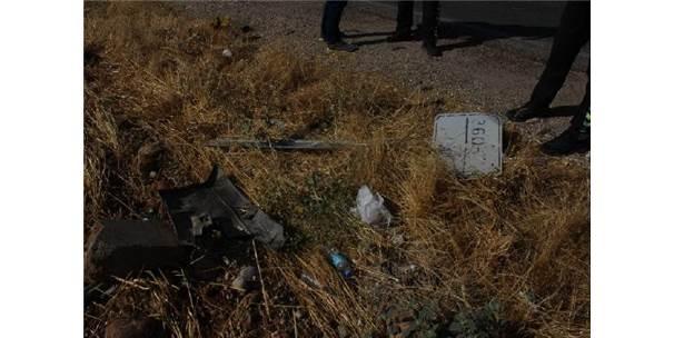 Yolcu Minibüsü İle Otomobil Çarpıştı: 12 Yaralı