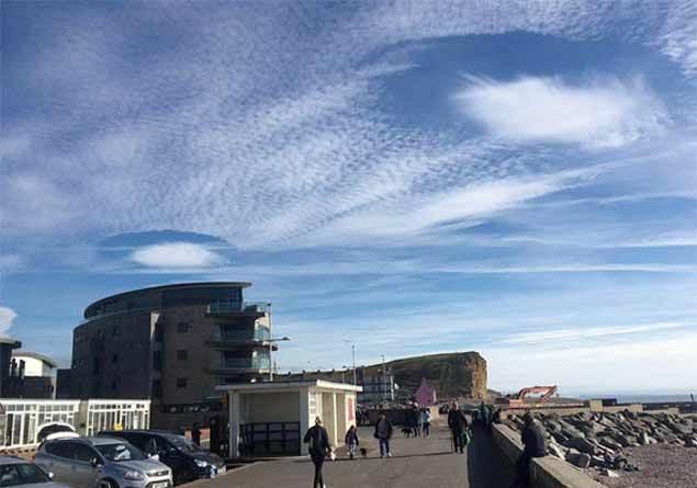 İngiltere'de ortaya çıkan UFO benzeri bulutlar panik yarattı