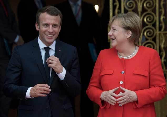 Almanya Şansölyesi Angela Merkel'in İlluminati üyesi olduğu iddia edildi