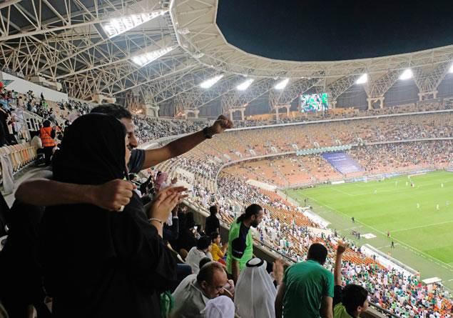 Suudi Arabistan'da kadınlar ilk defa stadyumda maç izledi
