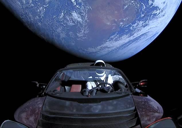 Elon Musk'ın Tesla Roadster'ı 2020'de Dünya'ya mı düşecek?
