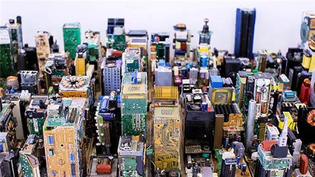 Manhattan'ı eski bilgisayar parçalarıyla yeniden tasarladı