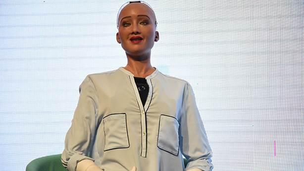 Dünyanın ilk 'robot vatandaşı' Sophia Türkiye'de