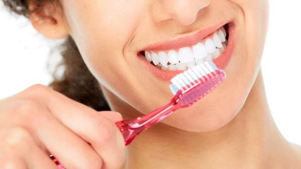 Diş fırçalamak orucu bozar mı? Diş macunu yutmak orucu bozar mı?