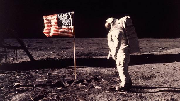 Ay tozuna el konulan kadın NASA'ya dava açtı