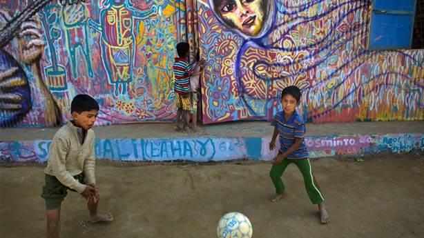 Artolution, mülteci kamplarında yaptığı resimlerle umut ve moral dağıtıyor