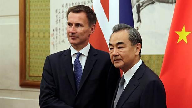 Çin'e giden İngiliz Bakan'ın 'Japon' gafı güldürdü