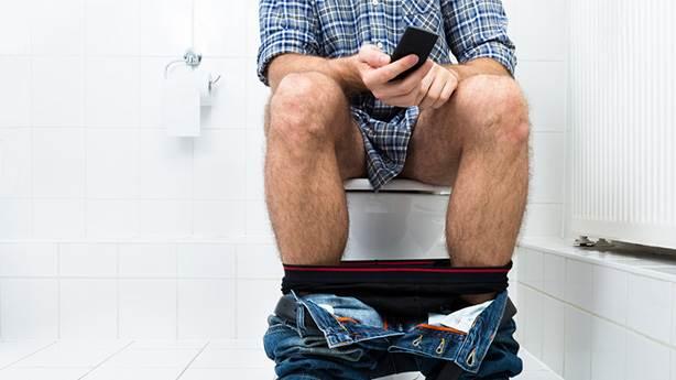Erkekler neden uzun saatler tuvalette kalıyor?
