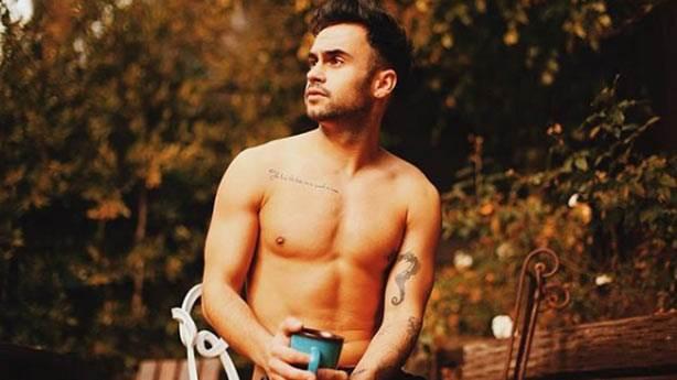 Eşcinsel kimliğini gizlemeyen Türk YouTuber: Deniz Andrews