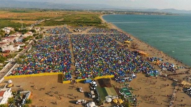 Zeytinli Rock Festivali'nde çevreyi kirletenler festivali tehlikeye atıyor