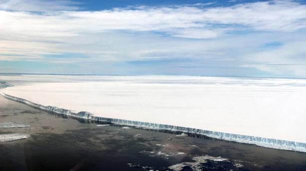 İstanbul'un 1.5 katı büyüklüğündeki A-68 buz dağı kontrolden çıktı