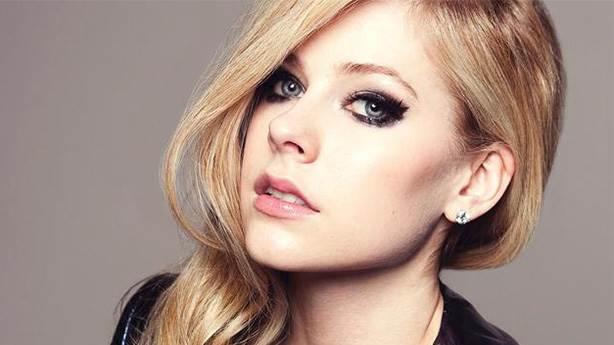 Avril Lavigne'den hayranlarına 'eMo' mektup