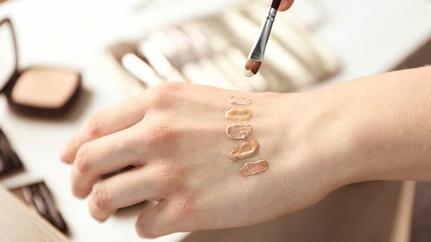 Kozmetik ürünlerinin etiketinde gördüğünüz an kaçmanız gereken kimyasallar