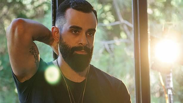 Gökhan Türkmen 'Olmadı' şarkısını 2 yıl sonra kliplendirdi