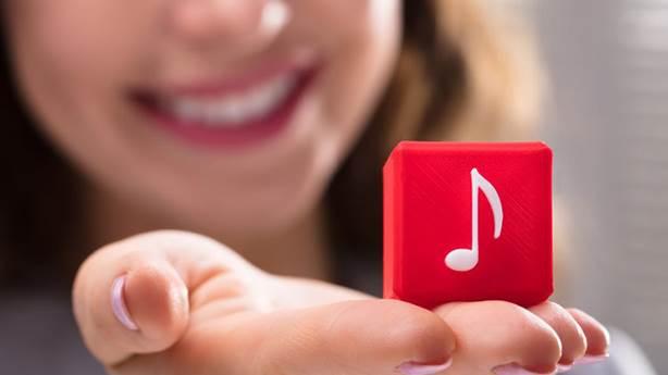 Sesli asistan uygulamalarında neden hep kadın sesi var?