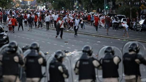 River Plate-Boca Juniors: Uğruna dövüşülen maça engel olmak