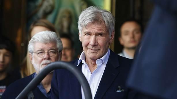 Harrison Ford galaksiler arası pilotluğunu iyileştirmeye çalışıyor