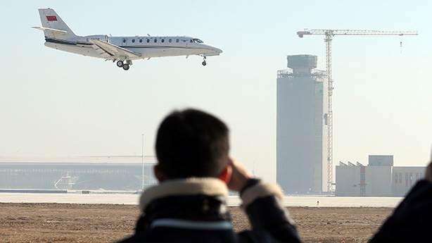 Uçağın motoruna bozuk para atan yolcu olayında neyi sorgulamalıyız?