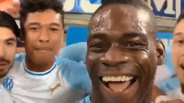 Balotelli, selfie'li gol sevinciyle taraftarın sahada olma isteğini ateşledi
