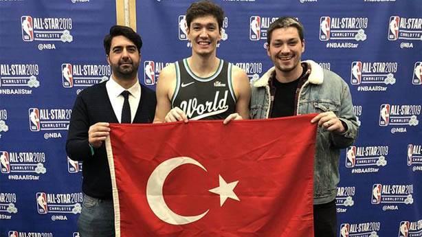 Sokakta basketbol oynayan Cedi Osman yeni bir kültür oluşturuyor