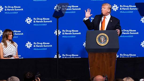 Donald Trump, Twitter'daki takipçi sayısından şikayetçi