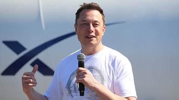 Yine bir işler peşinde: Elon Musk, beyinleri bilgisayara bağlayacak