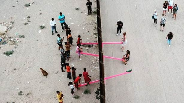 ABD-Meksika sınırındaki tahterevalli dünyayı kurtarabilir mi?