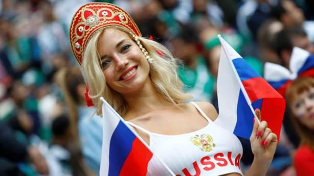 Ruslar, 'ters Rusya' bayraklı formaya tepki göstermekte haklı