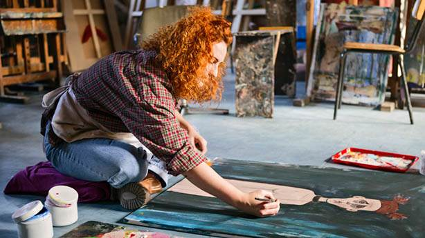 Ressam olmadan evde bir sanatçı gibi nasıl resim yapılır?