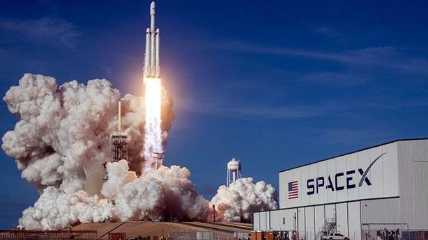 SpaceX'in astronotlu uzay yolculuğu neden ertelendi?