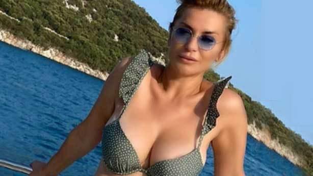 Songül Karlı bikinili fotoğraf paylaşamaz mı?