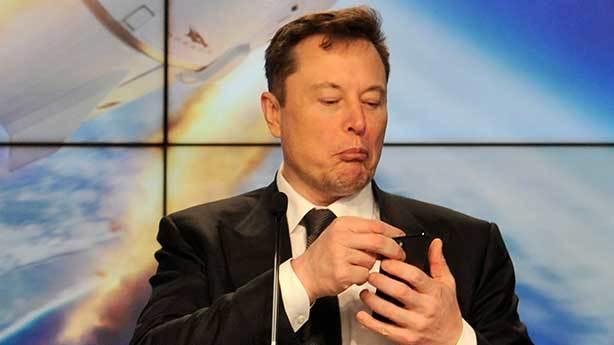 Elon Musk maymuna Neuralink mi taktı?