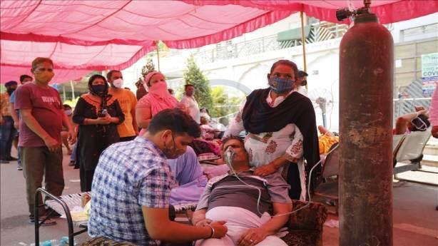 Hindistan Koronavirüs'le nasıl mücadele ediyor?