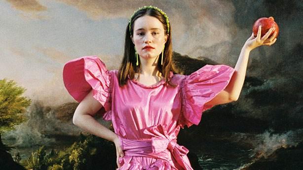Sigrid'in 'Burning Bridges'ı en az 'Mirror' kadar hit olmayı hak ediyor