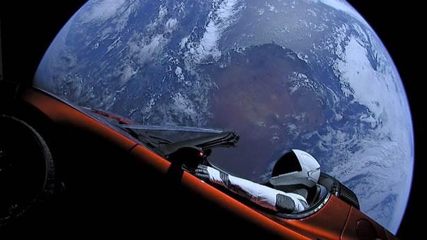 10. Elon Musk'ın elektrikli otomobili Tesla Roadster
