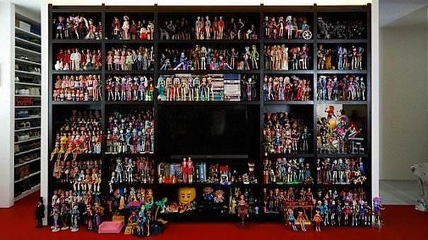Bir odanın tamamı Barbie dolu