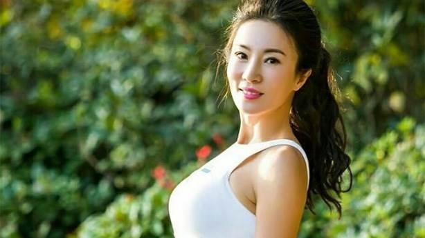 50 Yasindaki Kadini Oglunun Sevgilisi Sandilar