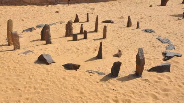 11. Nabta Playa Taş Çemberi'ni kim inşa etti?