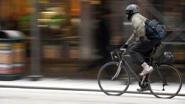 8- Bisiklet sürmek ve üstsüz dolaşmak