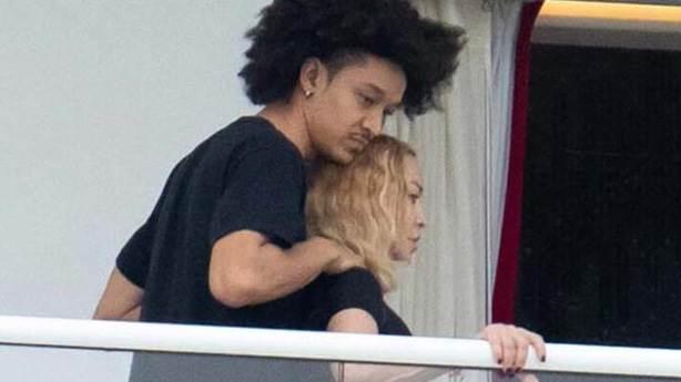 Sevgilisi Madonna'dan 35 yaş küçük