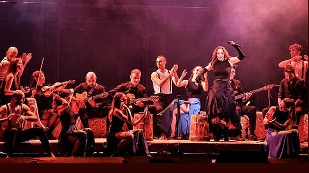 Dansçılara ve orkestraya bir büyük alkış...