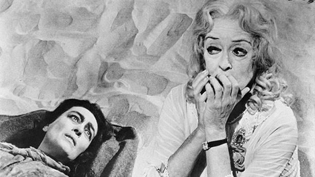 What Ever Happened to Baby Jane? (Küçük Bebeğe Ne Oldu?) - 1962 (IMDb: 8.1)